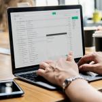 Elektronska pošta ili elektronička pošta